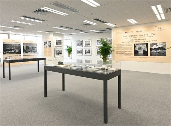 """VIP Tour of """"Photographs from the 1950s: Marjorie Doggett's Singapore, Lee Fook Chee's Hong Kong"""" Photo Exhibition"""